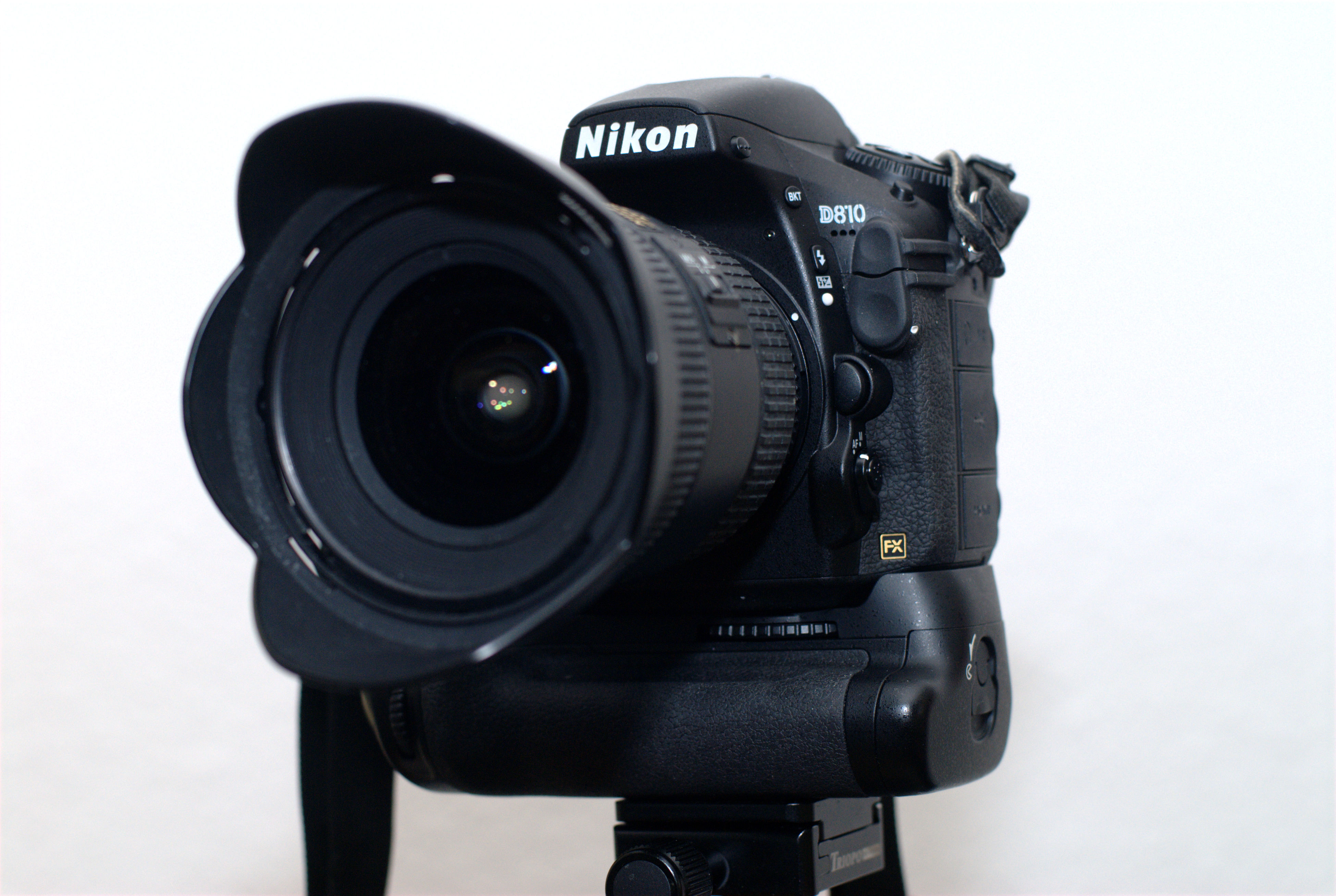 D810 with MB D12 and Nikkor 2.8/17-35mm